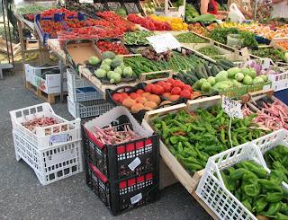 Vihanneksia torilla