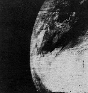 first photo earth 1960 primera foto a la tierra