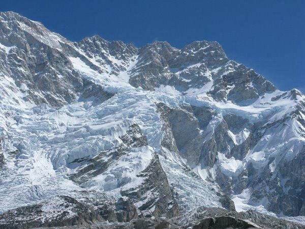 gunung tertinggi dan berbahaya