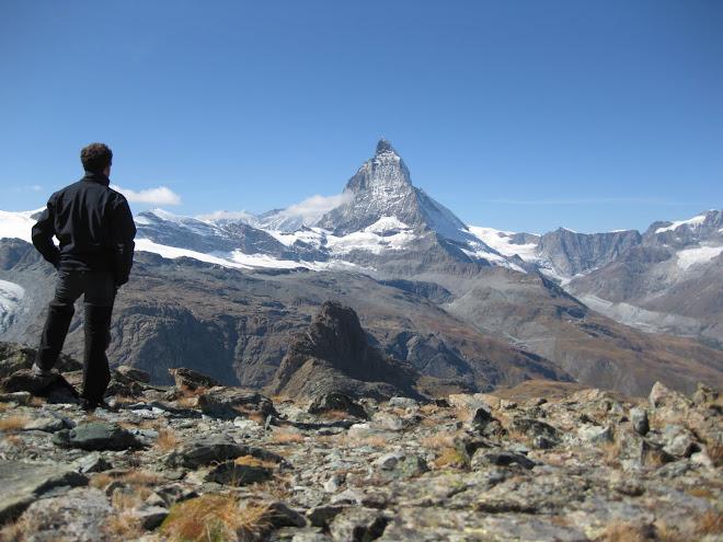 Observant el  Matterhorn, Zermatt (Suïssa)