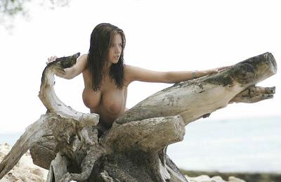 famosas desnudas,playboy,playmates,revistah extremo,maxim Lucy_Becker,Tetas,Senos,Pechos femeninos,Nalgas,Culos
