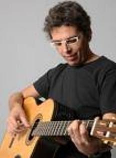 Pedro Guerra nasceu em 2de junho 1966, Guimar, Tenerife, é compositor da nova geração.