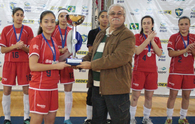 Futsal Catarinense Presidente João Carlos de Sousa presents  trophy Women National Futsal 2nd place