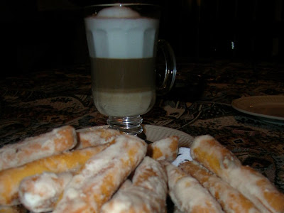Café con leche, anisados y premios.
