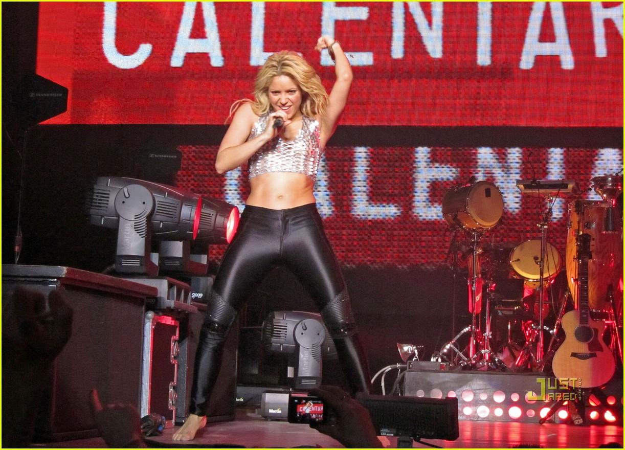Шакира вака вака, Shakira - Waka Waka (FifaWorld Cup) - скачать 5 фотография