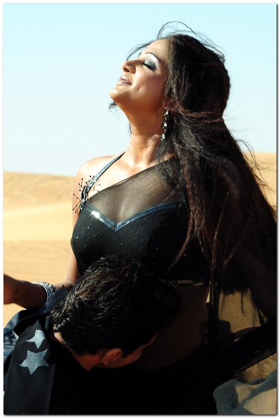 http://4.bp.blogspot.com/_wS1Q0XlpKTU/Si9t6EZe2zI/AAAAAAAAE_8/m2EsxuwnooE/s1600/aarumugam-priyamani-sexy-stills-05.jpg