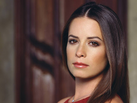 Holly Marie Combs follows Geno&#39;s World on Twitter