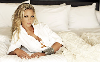 Katherine Heigl in Bed White Wallpaper