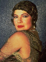 DIANNE WIEST as Helen Sinclair in BULLETS OVER BROADWAY