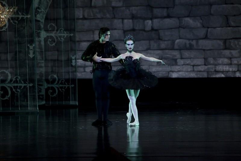 black swan czarny łabędź natalie portman balet