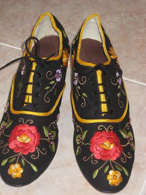 zapatos bordados hechos a mano