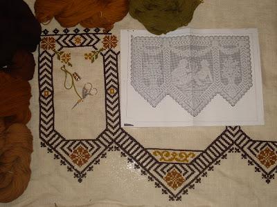punto de cruz en arpillera y lana
