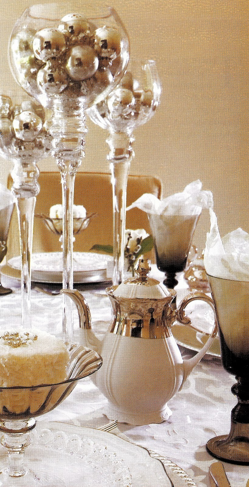 Christmas table decorations gold - 17 Best Images About Christmas Tea Tables On Pinterest Christmas Dinner Tables Christmas Tables And Holiday