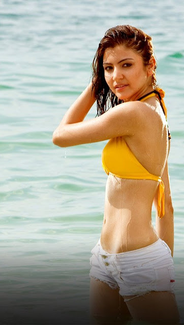 <b>Anushka Sharma Hot</b> Bikini