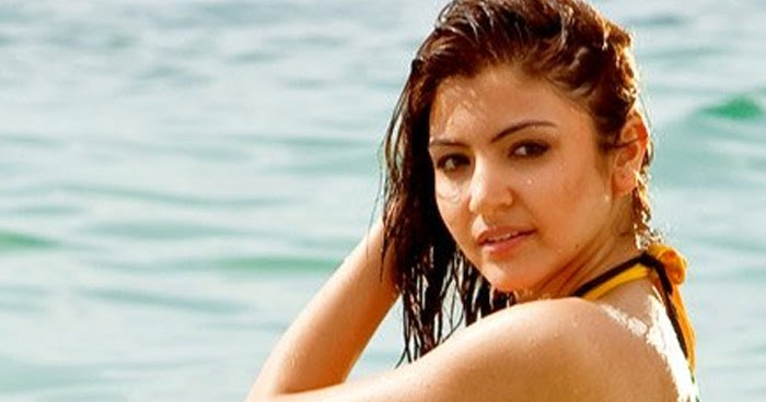 Anushka sharma bikini video