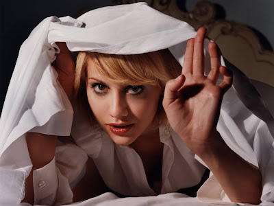 Brittany Murphy Hiding, Nice Picture