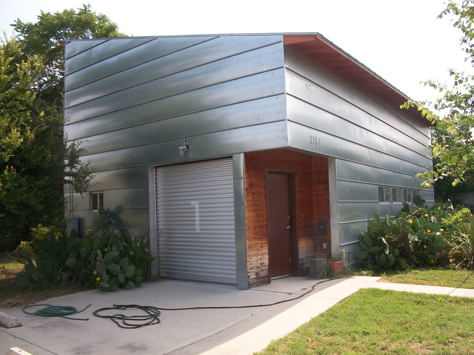 Steel siding houseplans pinterest for Modern home siding ideas