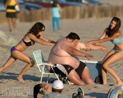 http://4.bp.blogspot.com/_wg2mnzIH9mI/TIFq8dcPFuI/AAAAAAAAGnI/OrrYLDZHvgQ/s1600/Fat_Guy_Having_Trouble_At_The_Beach_2.jpg