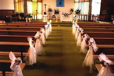 Decoración de la iglesia para la boda