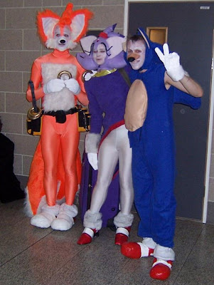 [Image: sonic-tails-cosplay-shame-1a.jpg]