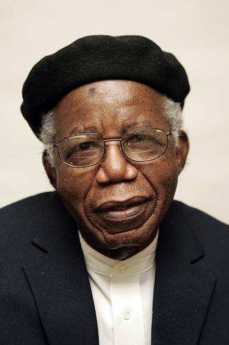 Chinua+Achebe+9.jpg (333×500)