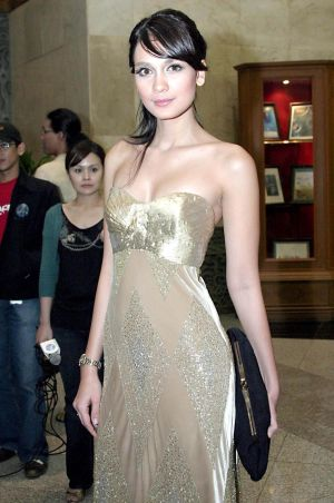 Luna Maya photo gallery