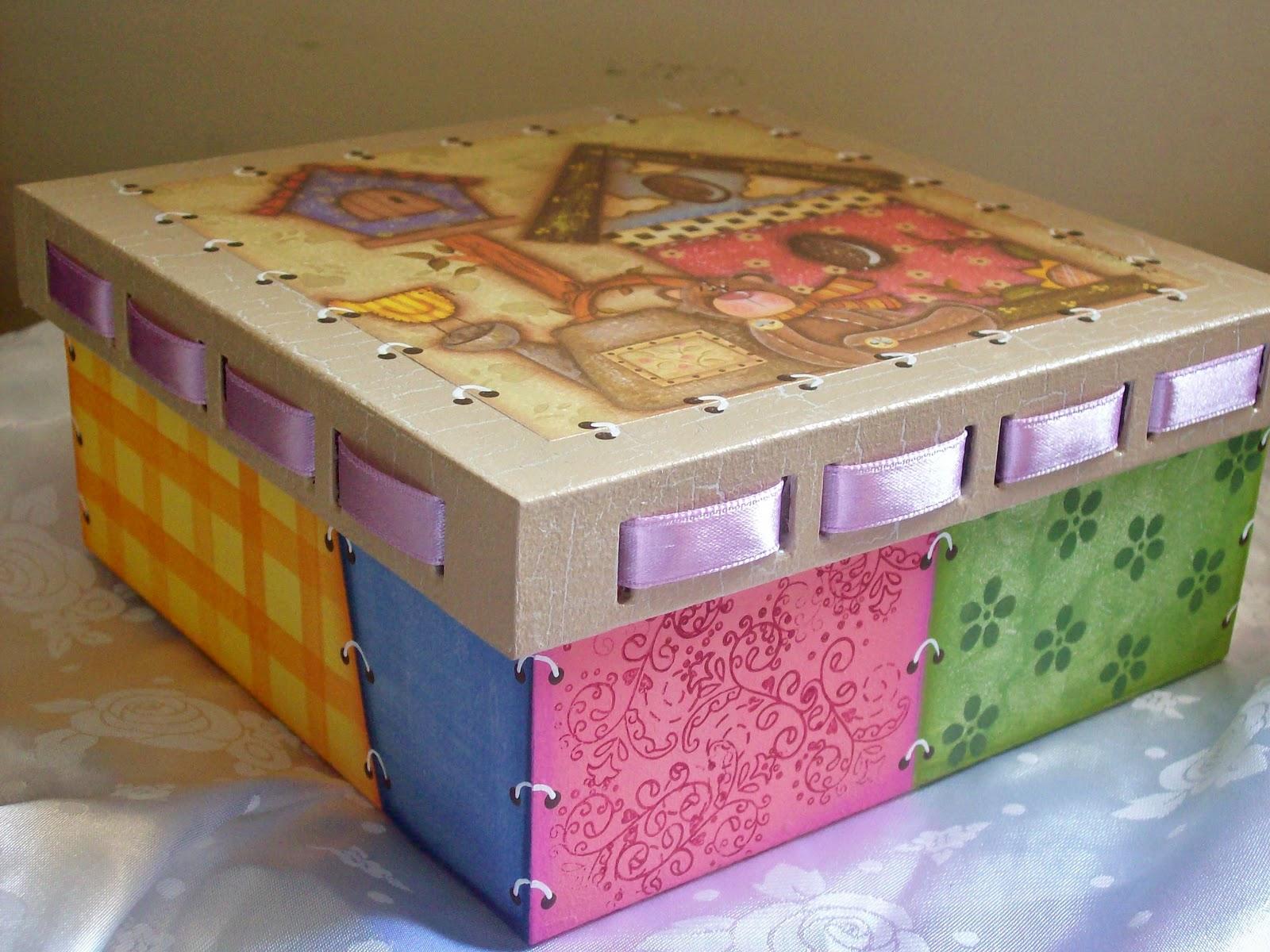 Caixa passa fita com pintura em madeira patchwork vejam que charme! #714926 1600x1200