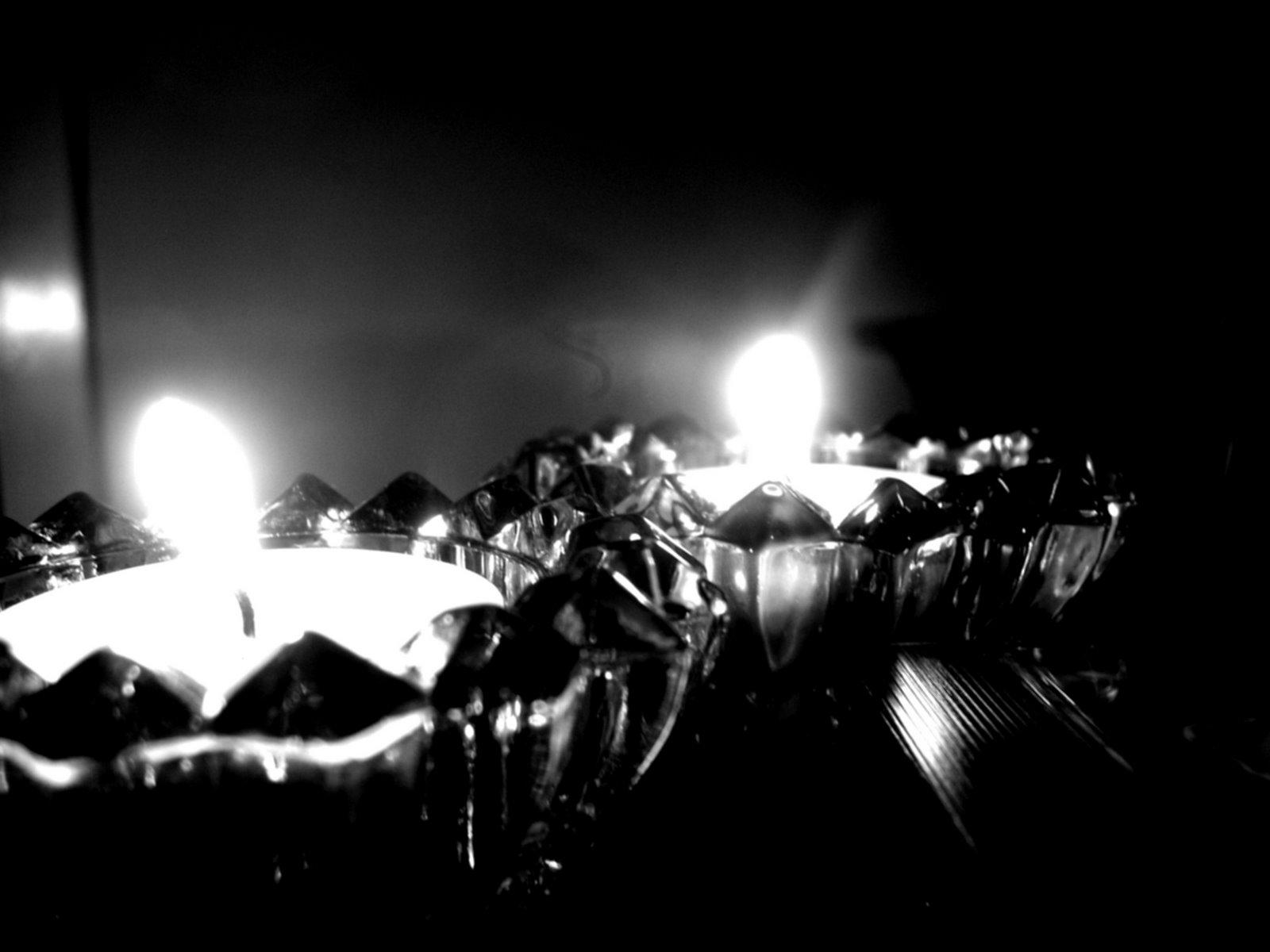 [flacari+alb+negre.jpg]
