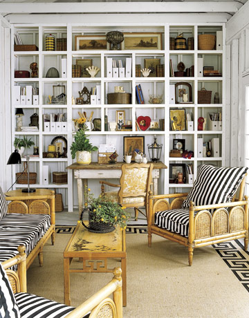 spangled: How to Decorate a Bookshelf