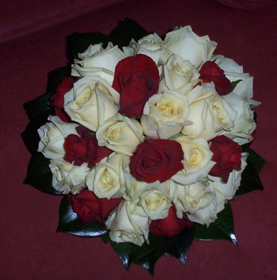 Red Creamy Rose Posy