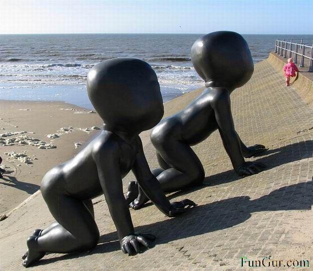 [1176532994_interesting_statue_013.jpg]