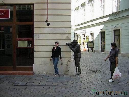 [1176532994_interesting_statue_018.jpg]