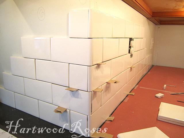 Hartwood roses workday weekend tutorial tiling the backsplash - Backsplash corners ...