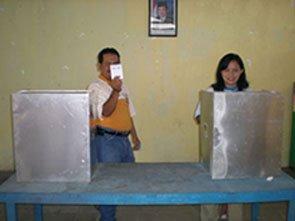 Saya dan Istri di Bilik Suara Pilgub Jateng 2008