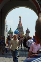 Puerta del observatorio astrologico de la ETS en la Plaza Roja de Moscú