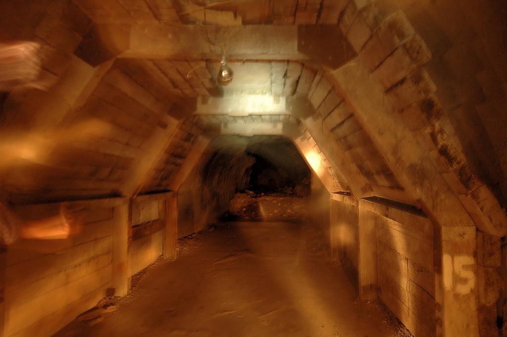 [corregidor+-+malinta+tunnel+ghastly.JPG]