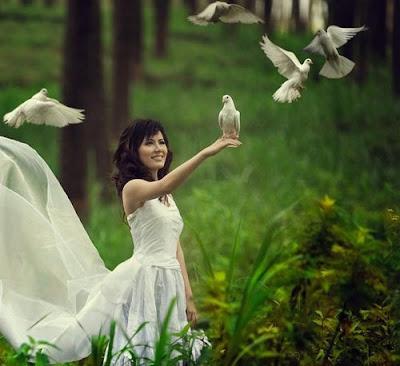 mujer+libertad+palomas