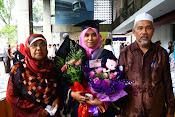 graduation day with mak n abah tersayang..xoxo