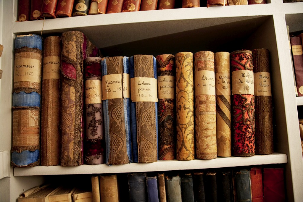 1 Simple Thing I Want A Shelf Of Books That Looks Like
