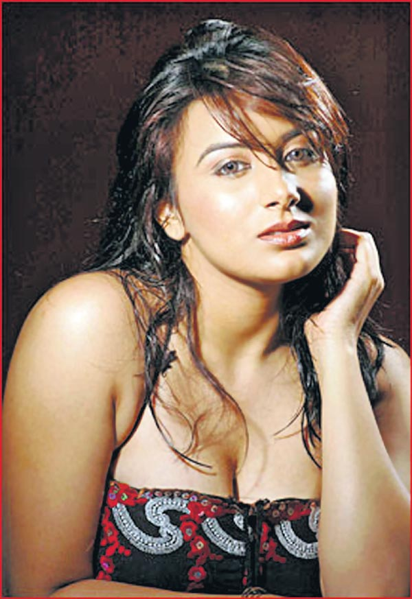 Pooja Gandhi Hot Pics In Saree
