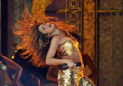 Juego con vestidos para Shakira