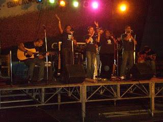 Ministerio Romanos 8 glorifica a Dios con su musica.