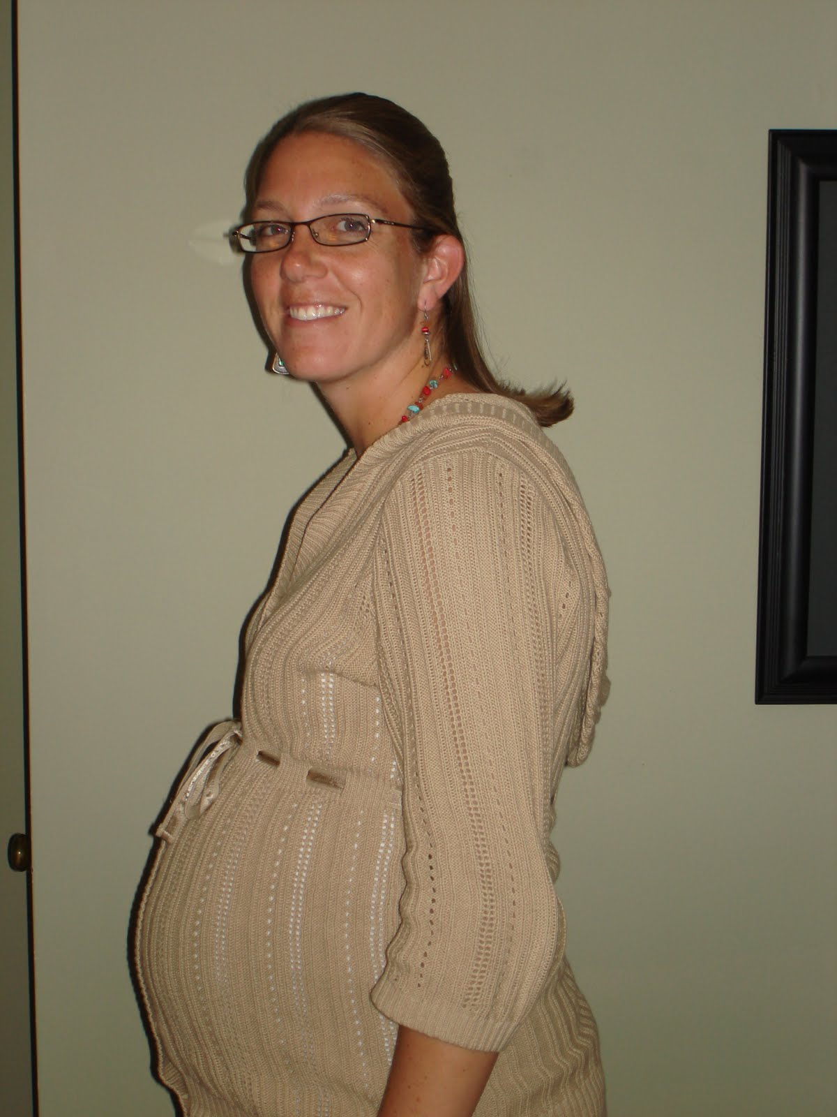 In this picture I was 34 weeks pregnant. Tomorrow (Monday), I will be 35 ...