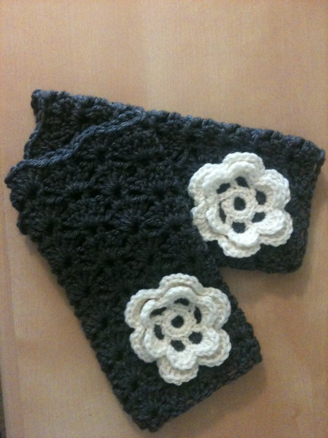 Crochet Wristlet Purse Pattern : carly makes stuff: crocheted wristlets: tutorial