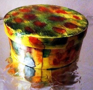 caixa com pintura  marmorizada ou marmorização