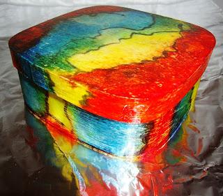 caixa de madeira com pintura  marmorizada – várias cores