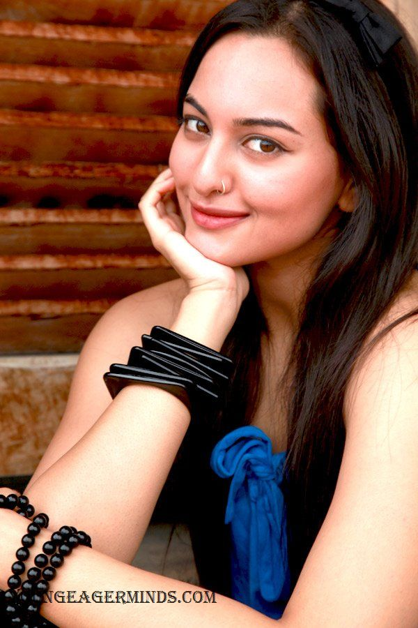 stills and news pics Newcomer sonakshi sinha wallpapers,dabangg sonakshi