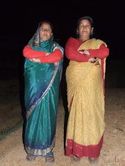 खाचिकोटको भालुखोलामा स्थानिय महिलाहरु फोटो खिचाउदै