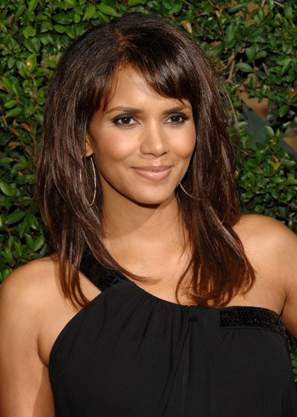 halle berry hairstyles. catwoman halle berry haircut.