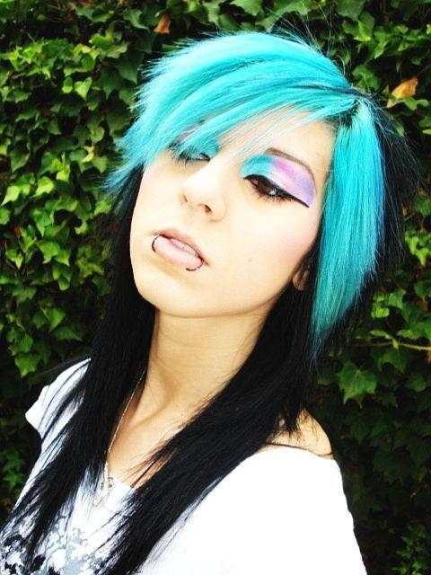 sexy scene girl with trendy medium length hair scene hairstyles 2010